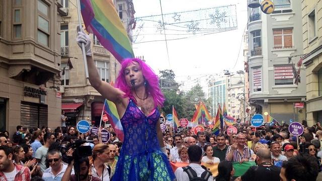 Akit: Devlet sapık oro..pu LGBTİ'leri tedavi ettirmeli