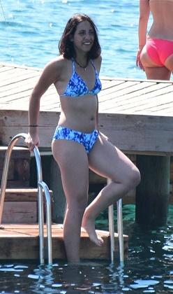 Zehra Çilingiroğlu bikiniyle yakalandı