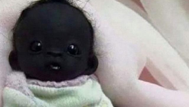 Dünyanın en siyah bebeği sosyal medyayı salladı