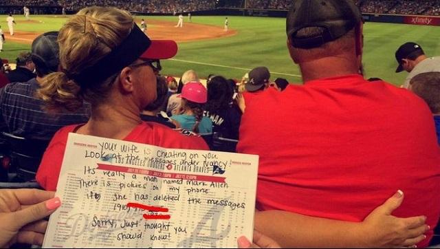 Beyzbol maçında akıl almaz olay! Eşin seni aldatıyor, üzgünüm