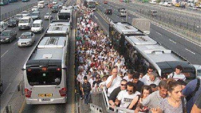 Metrobüste canlı bomba paniği!