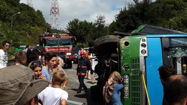 Beykoz'da halk otobüsü devrildi: 2'si ağır 10 yaralı!