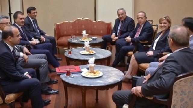 Var mısın, Yok musun? Gözler AKP ve CHP liderlerinde
