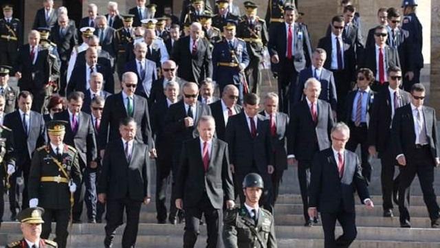 HDP'li Bakanlar 30 Ağustos resmi töreninde!