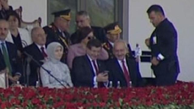 Davutoğlu ve Kılıçdaroğlu'nu güldüren an!