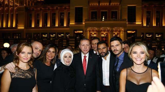 Saray'daki 30 Ağustos Resepsiyonu'na ünlüler akın etti