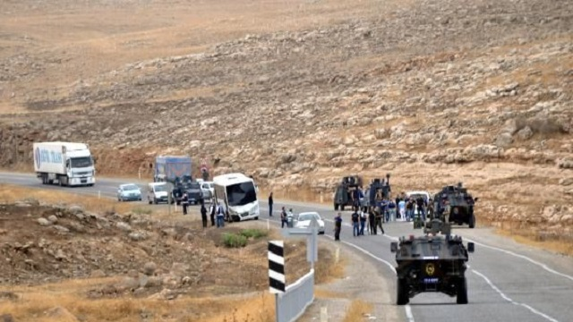 Şırnak'ta polis servisine bombalı saldırı, yaralılar var