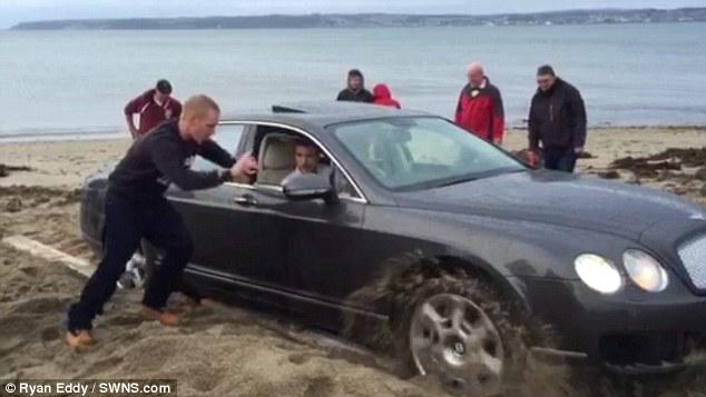 540 Bin Liralık Bentley'i plajda kuma sapladı