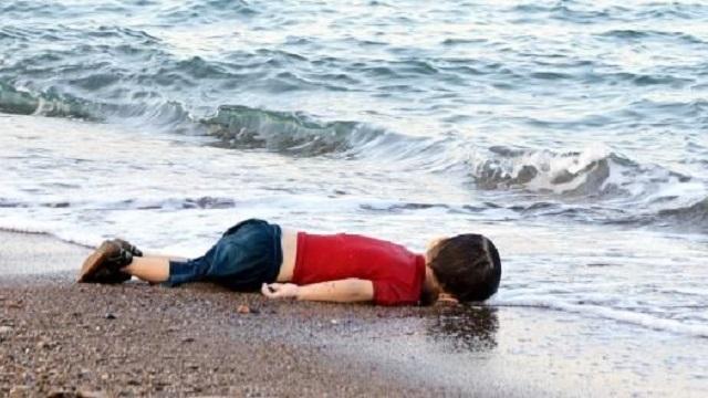 Dünyayı ayağa kaldıran fotoğraf! İnsanlık kıyıya vurdu
