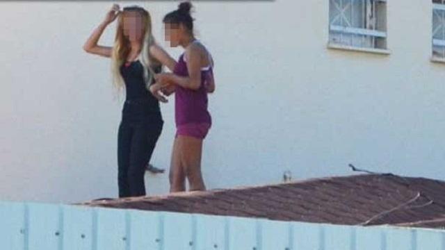 Kız yurdunda erkek arkadaş isyanı! Çatıya çıktılar