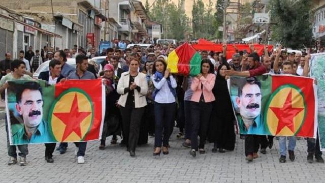 PKK'lının tabutunu taşıyan HDP'li Tuğba Hezer'e soruşturma
