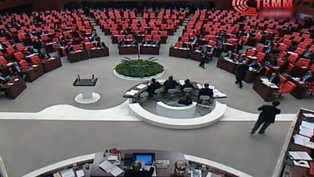 Meclis'te bağımsız bakanlar yemin etti