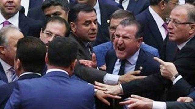 CHP ve HDP'li vekiller Genel Kurulu terk etti